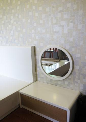 Thi công nội thất phòng ngủ chung cư Mễ Trì Hạ nhà anh Kiên by kiến trúc Doorway tủ nhỏ góc 02