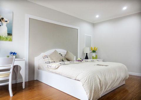 Thiết kế nội thất phòng cưới màu trắng by kiến trúc Doorway st góc 01