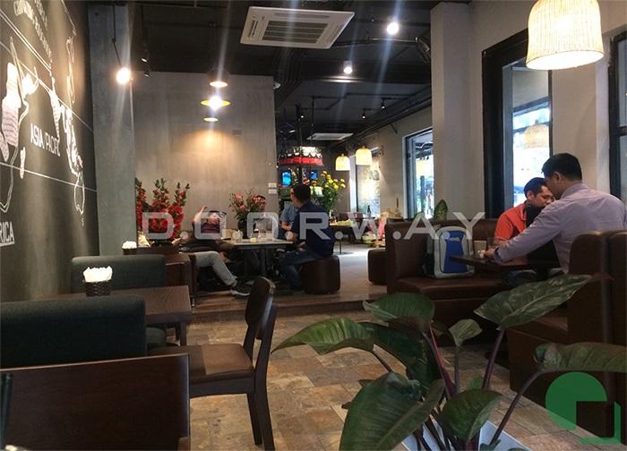 1- Mẫu thiết kế quán cafe 60m2 nhẹ nhàng và tinh tế giữ chân khách hàng