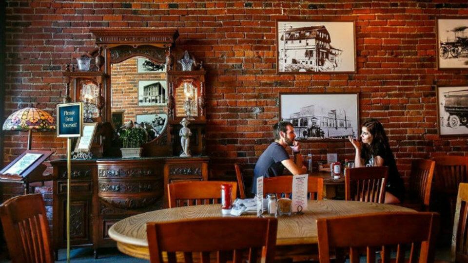 Ảnh tiêu biểu- Mẹo thiết kế quán cafe phong cách Vintage làm say đắm khách hàng